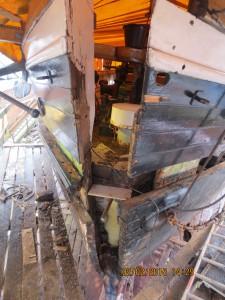 Den gamle stævn og dårlige planke blev fjernet.
